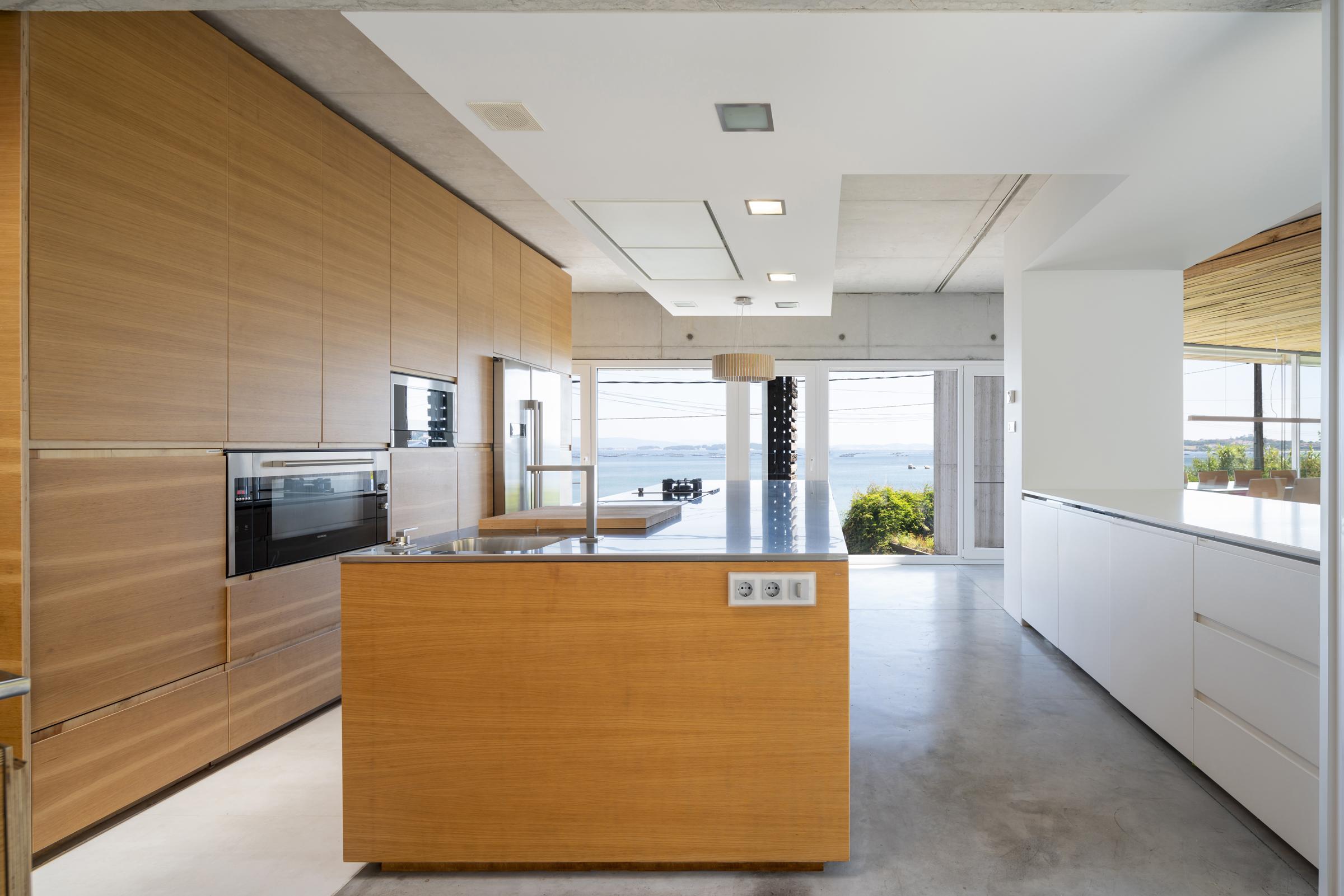 dezanove-house-luxury-villa-galicia-kitchen-1