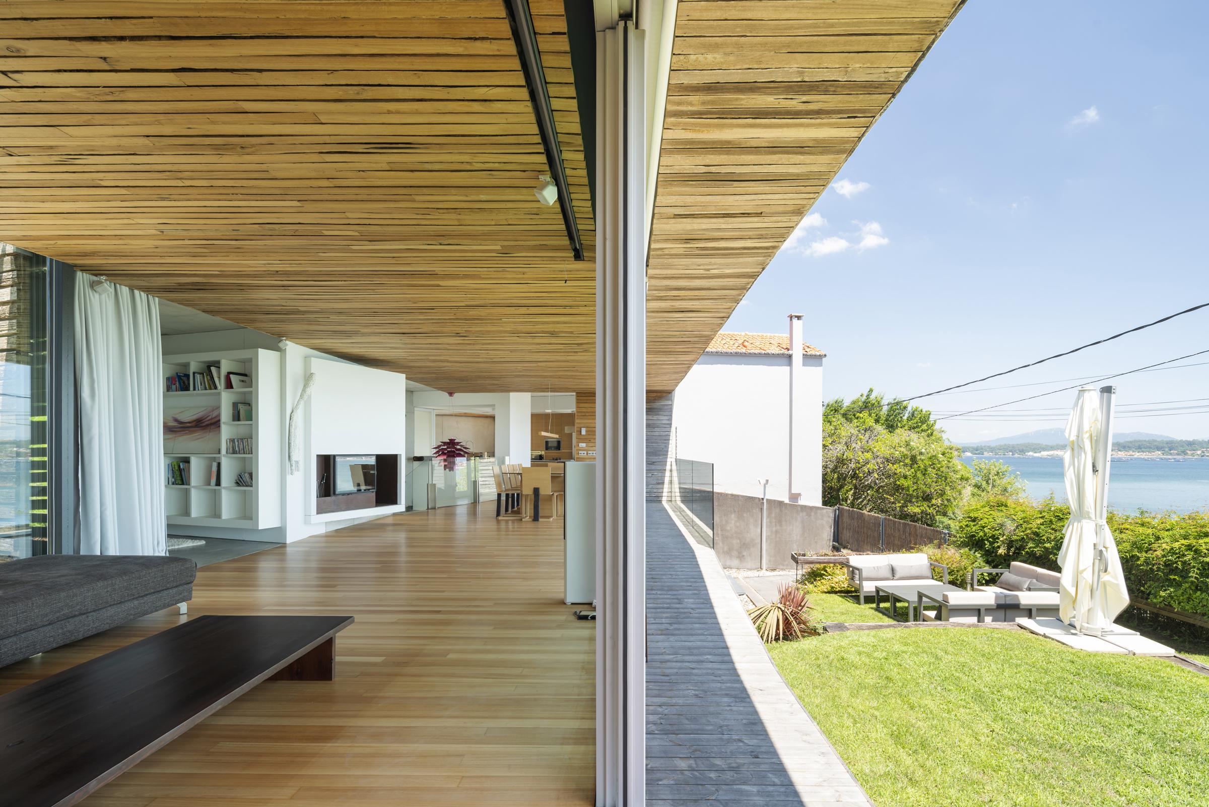 dezanove-house-luxury-villa-galicia-living-7